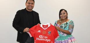 Rosita de Espinar declara su amor por Cienciano y anuncia alineación para duelo ante Ayacucho FC