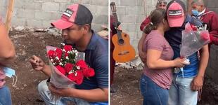 """Albañil pide matrimonio a su novia en plena construcción: """"Me quiero casar, pero no tengo recursos"""" [VIDEO]"""