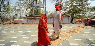 Indignación en la India: vendió a su esposa por 2.400 dólares para comprarse un celular