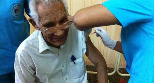 Se vacunaron a 300 adultos mayores del Centro de Atención Residencial 'Canevaro'