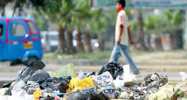 Tanta es la acumulación de los desechos en la vía pública que el Organismo de Evaluación y Fiscalización Ambiental (OEFA) detectó 72 focos infecciosos de acumulación de residuos sólidos.