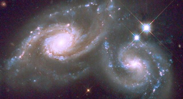 Las galaxias súper espirales brillan 15 veces más que nuestro sistema solar.