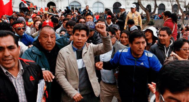 Maestros liderados por el dirigente Pedro Castillo salieron a las calles