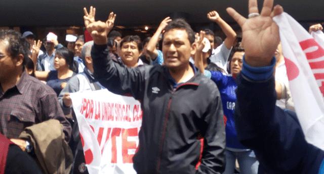 Cientos de maestros tomaron Av. Abancay en dirección al Congreso de la República