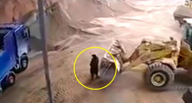 Video viral en YouTube muestra como el operador estaba distraído cuando cometió la fatal acción