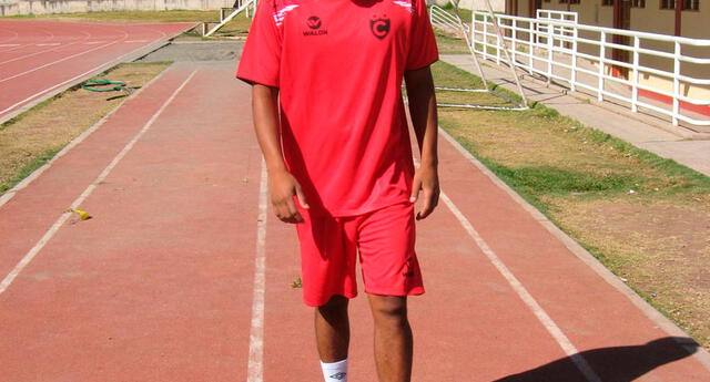 "Jonthan hermano del ""Santi"" Acasiete llegó al Atlético Grau"