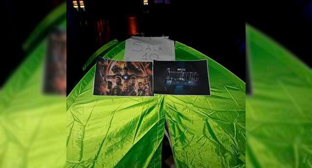 Fanáticos acampan fuera de los cines para ser los primeros en entrar