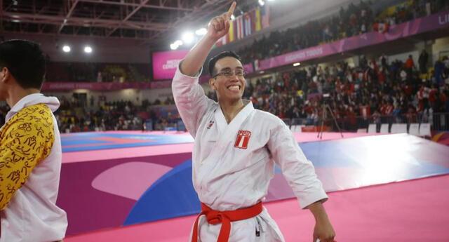 El medallista Juegos Panamericanos Oliver  del Castillo  en la inauguración academia Invierno  IPD