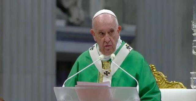 Papa Francisco manda mensaje a sacerdotes y les pide visitar enfermos