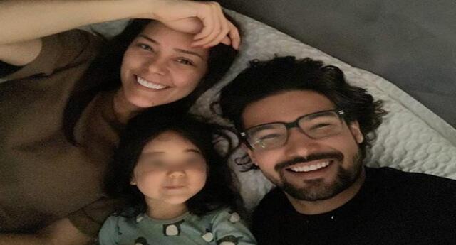 Karen Scwarz y Ezio Oliva pasan en familia cuarentena.