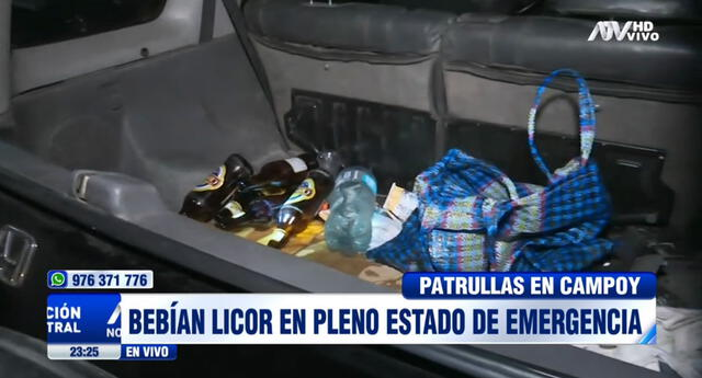 Vecinos reportaron a la Policía cuando estos bebían dentro de una camioneta.