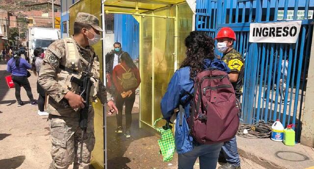 Cusco: Crean máquina desinfectante para las personas