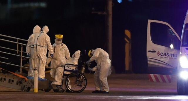Los pasajeros del Greg Mortimer fueron evacuados bajo estrictas medidas sanitarias.
