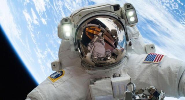 La tripulación habitual de la ISS es de tres personas.