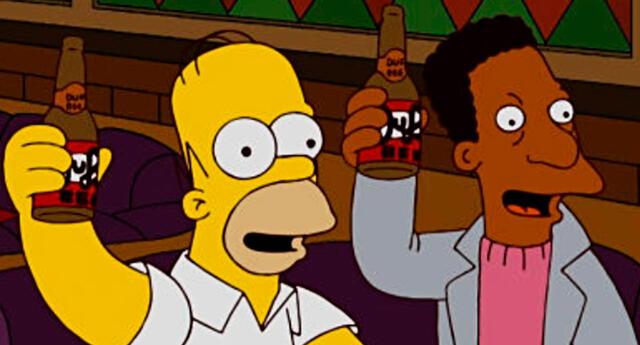 Homero Simpson y Carl Carlson.