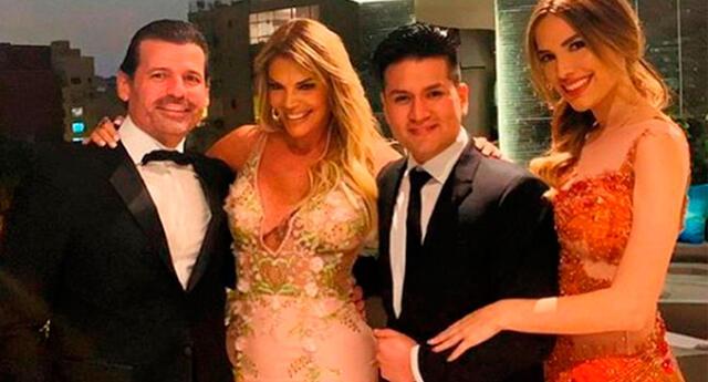 Cassandra Sánchez comparte recuerdo con su familia y Magaly Medina.