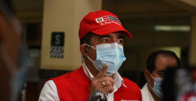 """El ministro del Interior también hizo entrega de 14 ventiladores mecánicos al Hospital Central de la PNP """"Luis N. Sáenz""""."""