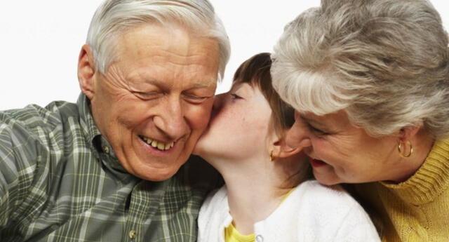 Italia pagará 1.200 euros a los abuelos por cuidar de sus nietos