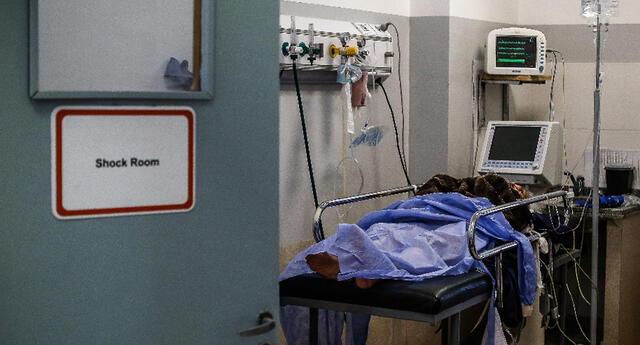 Padre de familia se desploma y fallece a pocos metros de hospital. Foto referencial.