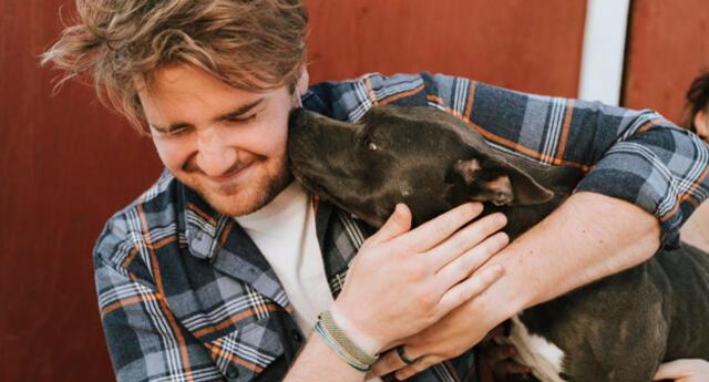 Mexicano defendió a su perro de los ataques de sus vecinos por tener a una mascota de raza pitbull y se alejaban porque pensaban que el cachorrito era peligroso y salvaje.