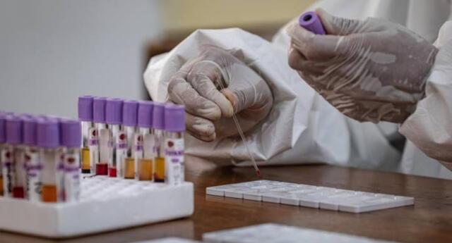 La nueva cepa del coronavirus es de tres a nueve veces más infecciosa.