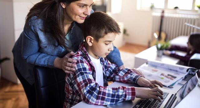Se recomienda que los padres de familia fijen horarios en casa para las clases, tareas y los momentos de ocio de los niños.