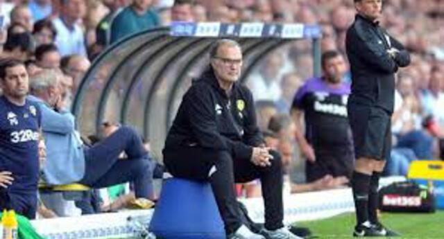 El argentino Bielsa llevó al ascenso al Leeds.