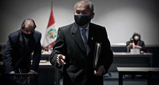 Pedro Chávarry ya no tendrá derecho a ejercer sus funciones como fiscal supremo y mientras siga suspendido estará fuera de la Junta de Fiscales Supremos.