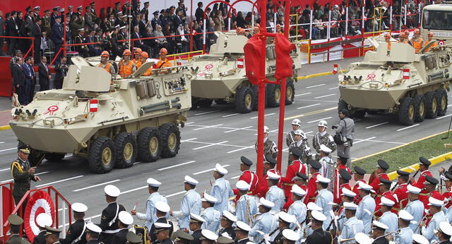 Marcha militar por Fiestas Patrias | Foto: Jorge Cerdan/GLR