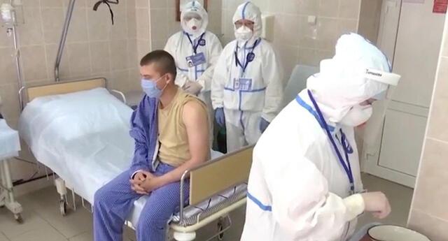 Voluntario que recibió la vacuna experimental de Rusia contra el COVID-19