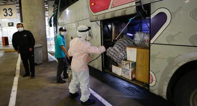 Transporte terrestre y aéreo quedará suspendido en regiones que retomaron cuarentena.