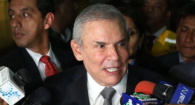 Exalcalde Luis Castañeda fue internado en el hospital Rebagliati.