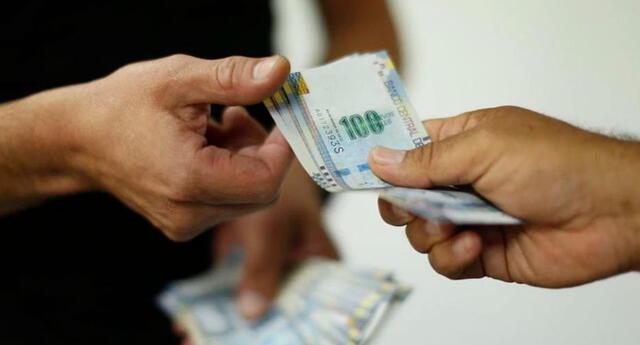 El presidente del Consejo de Ministros, Walter Martos, anunció que hoy comienza el pago del segundo tramo del Bono Familiar Universal de 760 soles para dos millones y medio de nuevos hogares beneficiarios que se registraron en el Reniec.