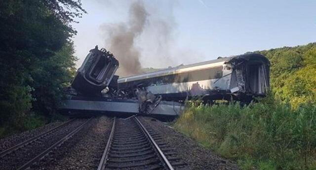 3 muertes y 6 heridos tras descarrilamiento de tren en Escocia