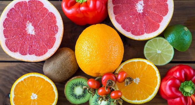 Los alimentos con vitamina C ayudan a tus defensas.