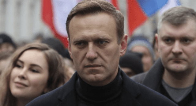 Alexei Navalny se encuentra en coma tras sufrir cuadro de envenenamiento, según su portavoz.