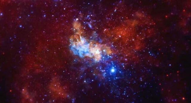 Expertos de la Nasa captaron las imágenes del choque entre la galaxia Andrómeda con la Vía Láctea.