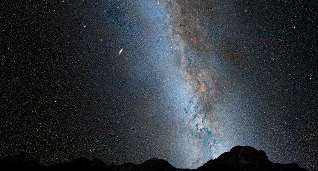Esta es una vista nocturna del cielo actual, con el cinturón brillante de nuestra Vía Láctea.