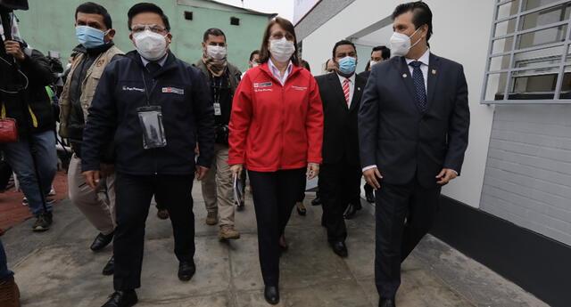 Reinicio de vuelos internacionales dependerá de las cifras de coronavirus, anunció ministra de Salud, Pilar Mazzetti.