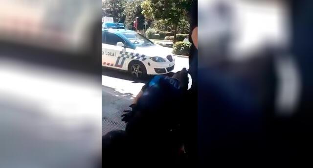 Imágenes del policía reduciendo al menor de edad.