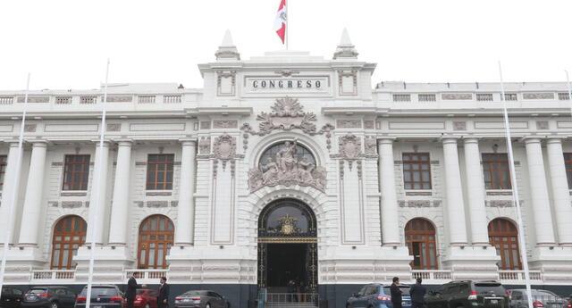 Junta de Portavoces acordó contratar a tres constitucionalistas.