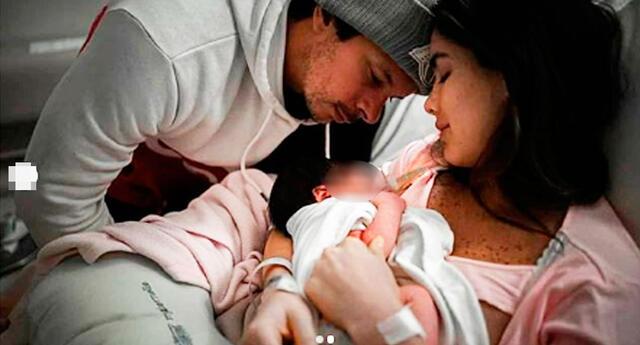 Mario Hart feliz por su primera  hija Lara.