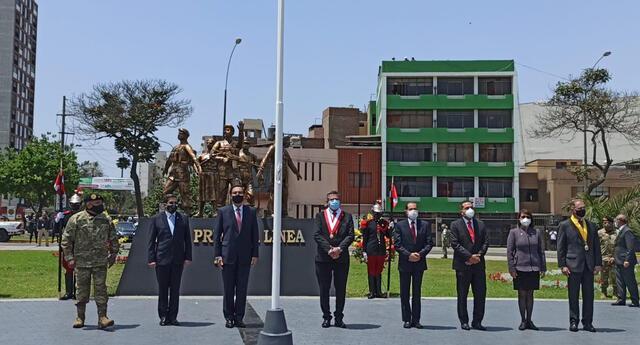 Vizcarra se reencuentra con Merino en ceremonia por el Día de las FF. AA.