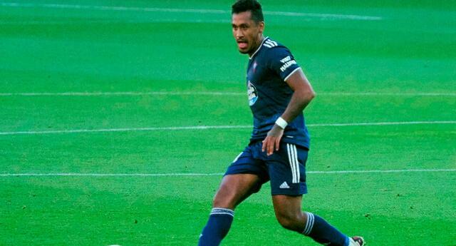 Renato Tapia salió del terreno a los 80 minutos.