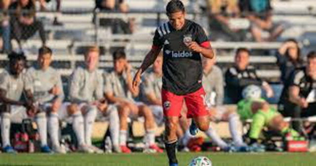 Edison Flores no tendrá dificultades para jugar contra Paraguay y Brasil.
