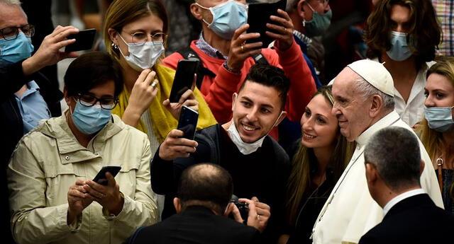 El Papa Francisco aparece sin mascarilla