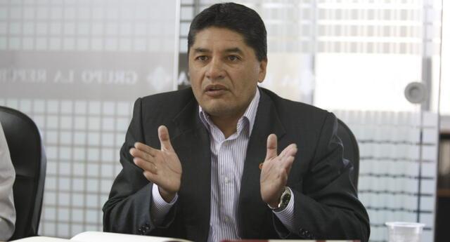 Víctor Hugo Rivera, ex juez FIFA, cuestionó las decisiones del árbitro chileno Julio Bascuñán.