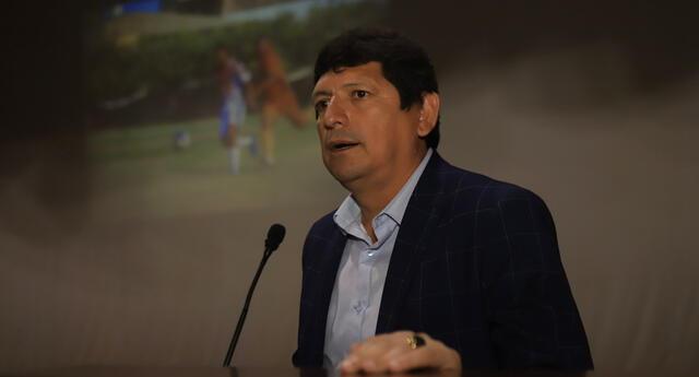Álvaro Barco dice que es iluso pensar que titular de la FPF hablará con la Conmebol sobre Julio Bascuñán.