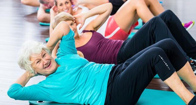 Los ejercicios de fuerza fortalecen los músculos.