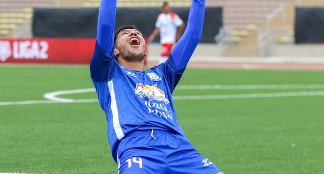 Marcelo Argüello celebra el gol anotado al Cultural Santa Rosa.